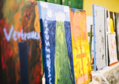 Schülerinnen und Schüler malen zur Lukaspassion