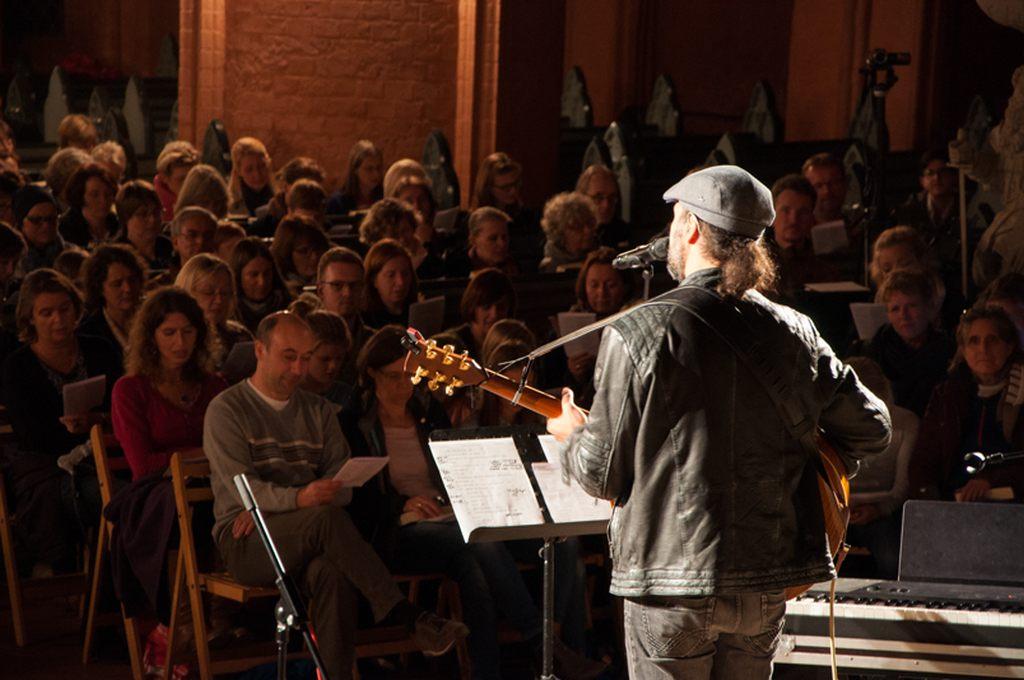 SINGT MIT... Eddi Hüneke. Ein neues Mitsingformat im Rahmen von MICHAELIS SINGT in St. Michaelis Lüneburg.