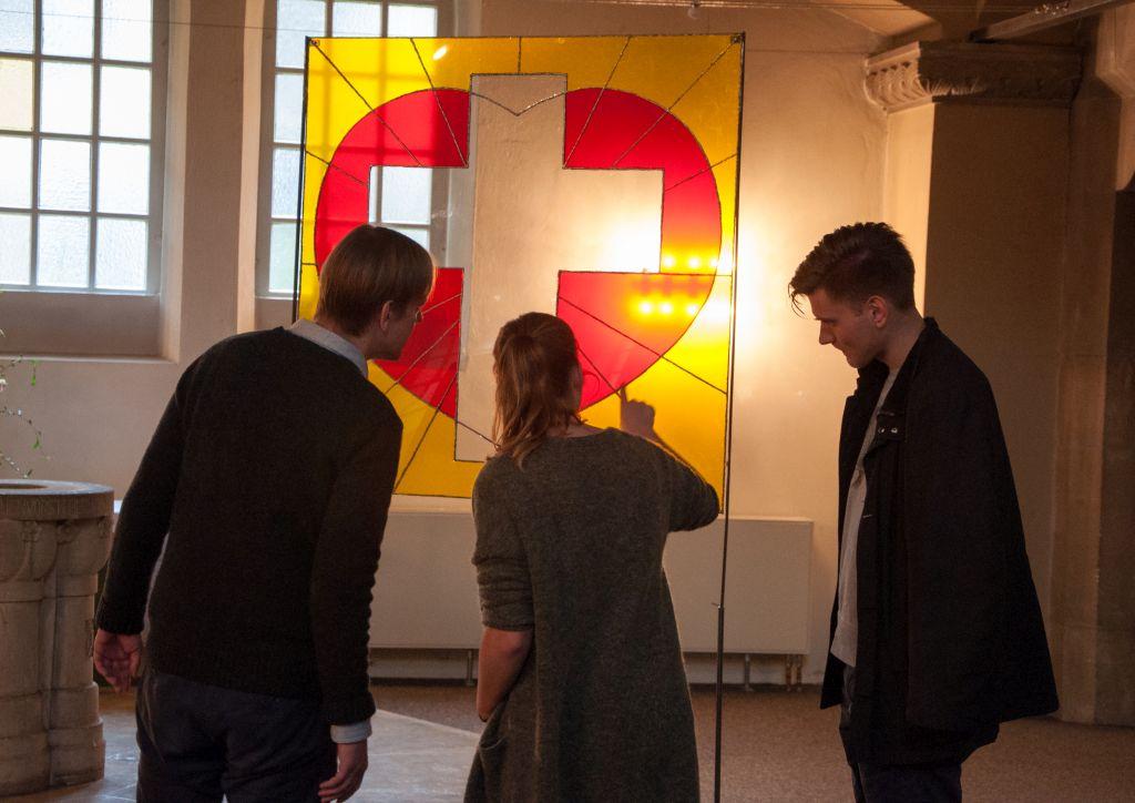 Das Kunstwerk SOLI von Sina Faikosch ist Ausgangspunkt der Gruppenarbeit