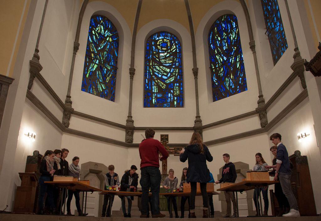 """Kirchenmusikstudierende gestalten einen Workshop-Parcours zum Choral """"Ein feste Burg ist unser Gott"""""""