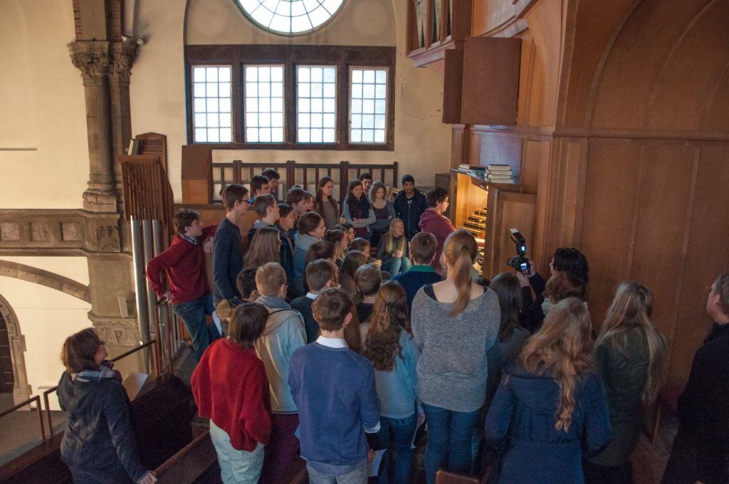 """Orgelführung für Schüler/innen beim Workshop-Parcours """"Ein feste Burg ist unser Gott"""""""
