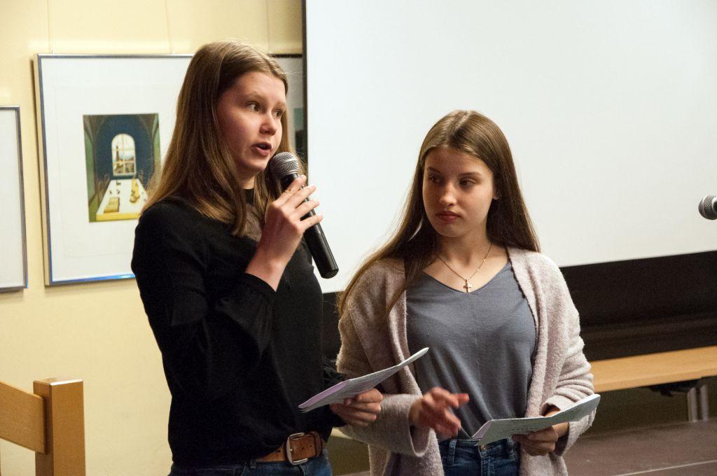 """Schülerinnen moderieren den Einfühungsabend zu Hadyns """"Missa in Angustiis"""" in Tostedt"""