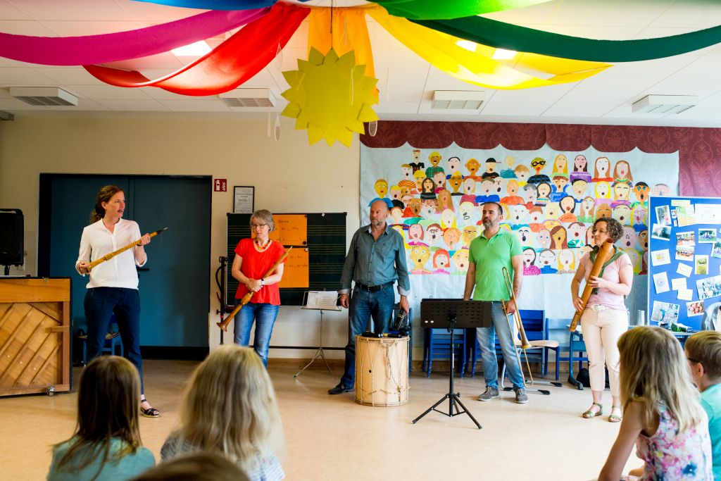 """""""Wie klang das Mittelalter?"""" - Schulworkshop mit CAPELLA DE LA TORRE in der Grundschule Ribbesbüttel. Bild: Anna-Kristina Bauer"""