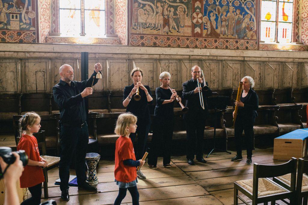 Erkundung des Nonnenchors bei Musik von CAPELLA DE LA TORRE. Bild: Andreas Graf