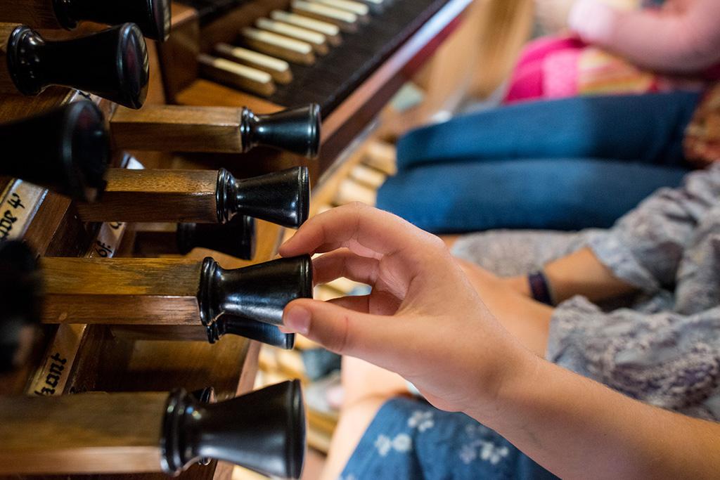 Orgel im Kindergottesdienst